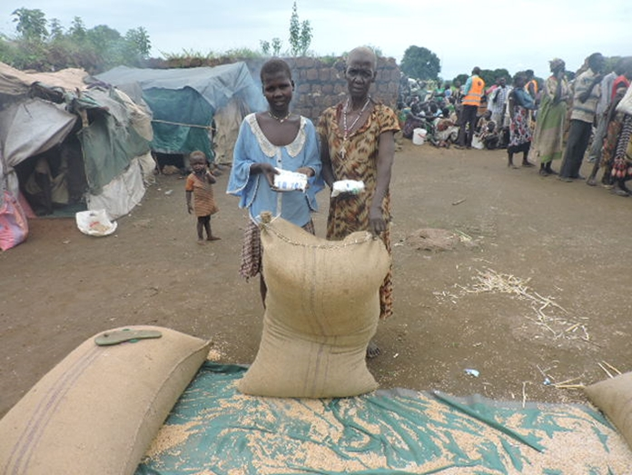Displaced Women In NBeG South Sudan given food